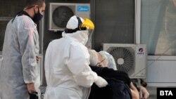През последната седмица заболелите от COVID-19 в област Бургас са най-много на глава от населението след София-град и кардиологичното отделение на местната болница вече е за пациенти с коронавирус