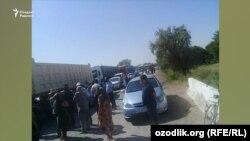 А-380 магистрал йўлининг Беруний туманидан ўтадиган кесимида юзлаб машина беш соат тўхтаб қолди