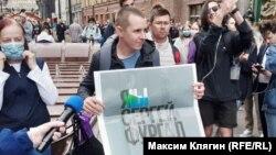 Сергей Лазарев на акции против поправок в Конституцию России в Петербурге