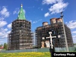 Восстановление храма в монастыре в Холмогорах