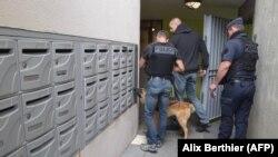 Полицейский рейд в пригороде Парижа