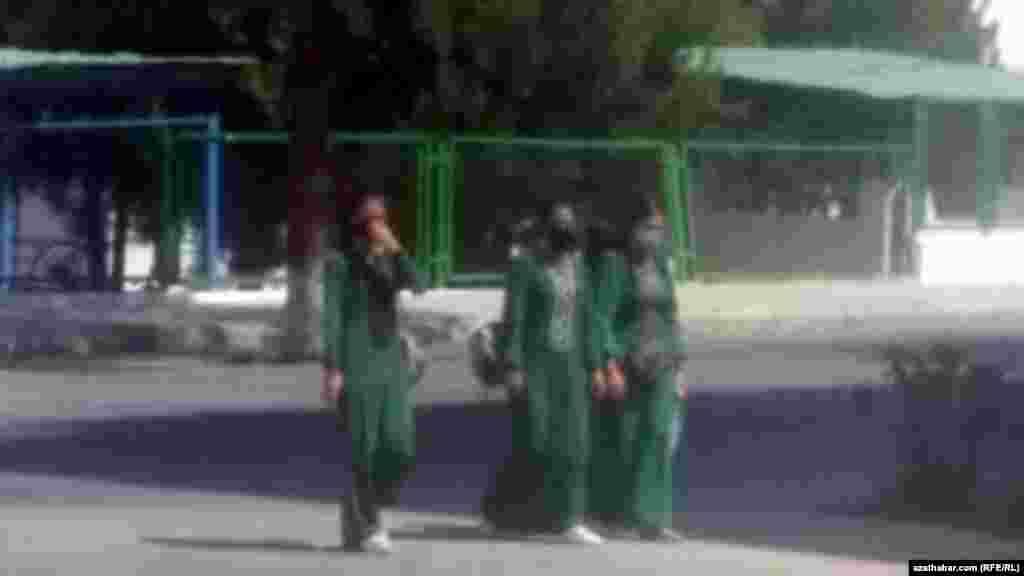 Школьницы. Ашхабад
