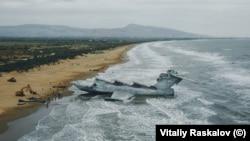 Екранопланът на плажа край Дербент - Дегестан