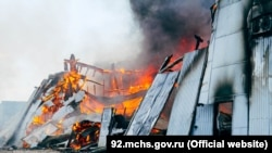 Погибших и пострадавших на пожаре в складском помещении в Севастополе нет, уверяют в МЧС, 6 сентября 2021 года