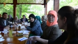 Qırım siyasiy mabusları soy-soplarınıñ Rusiye prezidentiniñ Qırımdaki vekili Oleg Belaventsevniñ ziyaret etilmesi muzakere etile (video)