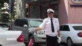 Энтузиаст регулирует перекрестки в Бишкеке
