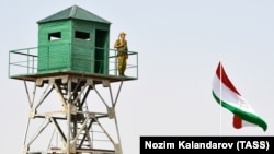 A Tajik border patrol officer stands on an observation tower at the Somon border outpost. (file photo)