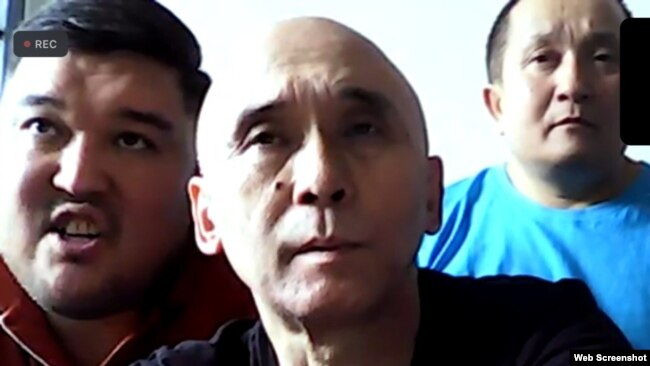 Активисты на онлайн-суде (справа налево): Абай Бегимбетов, Ноян Рахимжанов и Кайрат Клышев. Алматы, 3 августа 2021 года