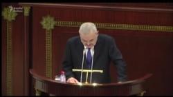 Artur Rəsizadə parlamentdə hesabat verir