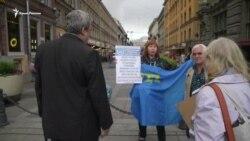 Peterburgda qırımtatarlarğa qoltutuv piketleri nasıl keçirildi (video)