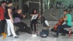 Улични забавувачи во Скопје