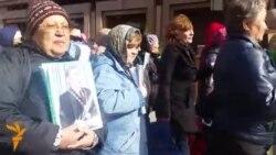 Шествие с портретами Назарбаева