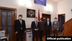 Кыргызстандын Берлиндеги элчилигиндеги референдумду уюштурууга жооптуу кыргыз жарандары, 11-апрель 2021-жыл.