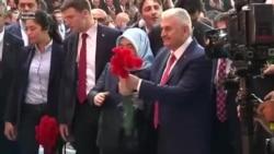 Türkiyədəki hakim partiyanın yeni lideri Binali Yıldırım şıxış edəndə səsi batdı