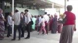 Ежедневно сотни человек собираются в очереди перед банками Ашхабада