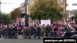 Франция - Акция протеста представителей армянской диаспоры в Париже, октябрь 2020 г.