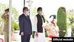 Тажикстандын президенти Рахмон менен Пакистандын премьер-министри Имран Хан Исламабадда, 2-июнь, 2021-жыл.