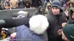 Сутички на Майдані: «кияни» прийшли наводити лад