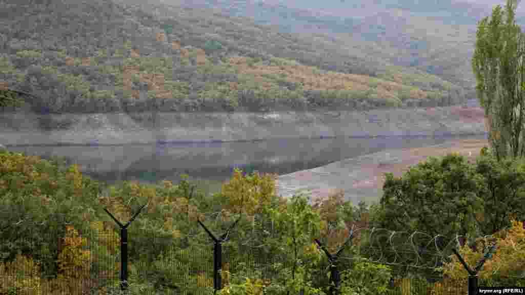 Ситуация с водой в Крыму по-прежнему остается cложной. Так сейчас выглядитИзобильненское водохранилище