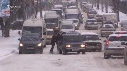 Транспортный коллапс на дорогах Симферополя из-за непогоды (видео)