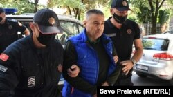 Privođenje savjetnika predsjednika Crne Gore za bezbjednost Veselina Veljovića kod istražnog sudije Osnovnog suda u Cetinju (6. septembar 2021.)