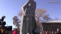 Світ у відео: на російській військовій базі у Вірменії відкрили пам'ятник Калашникову