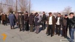 Patrick Lorin meeting villagers of Dashtavan