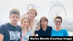 """""""All Inclusive""""- Vlad Zamfirescu, Diana Roman, Medeea Marinescu, Marius Manole și Mirela Oprișor."""