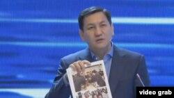 Абдиль Сегизбаев в ходе дебатов на ОТРК.