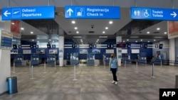 Празните летища се превърнаха в обичайна гедка по време на пандемията.