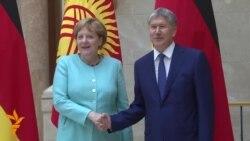 """Merkel në """"vizitë historike"""" në Kirgizi"""