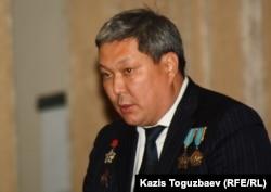 «Ақ жол» партиясы Алматы қалалық филиалының төрағасы Талғат Әбдіжаппаров, 27 қараша 2011 ж.