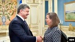 Петро Порошенко і Вікторія Нуланд, архівне фото