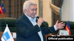 «Ар-Намыс» партиясының жетекшісі Феликс Кулов. Қырғызстан, 2015 жыл.