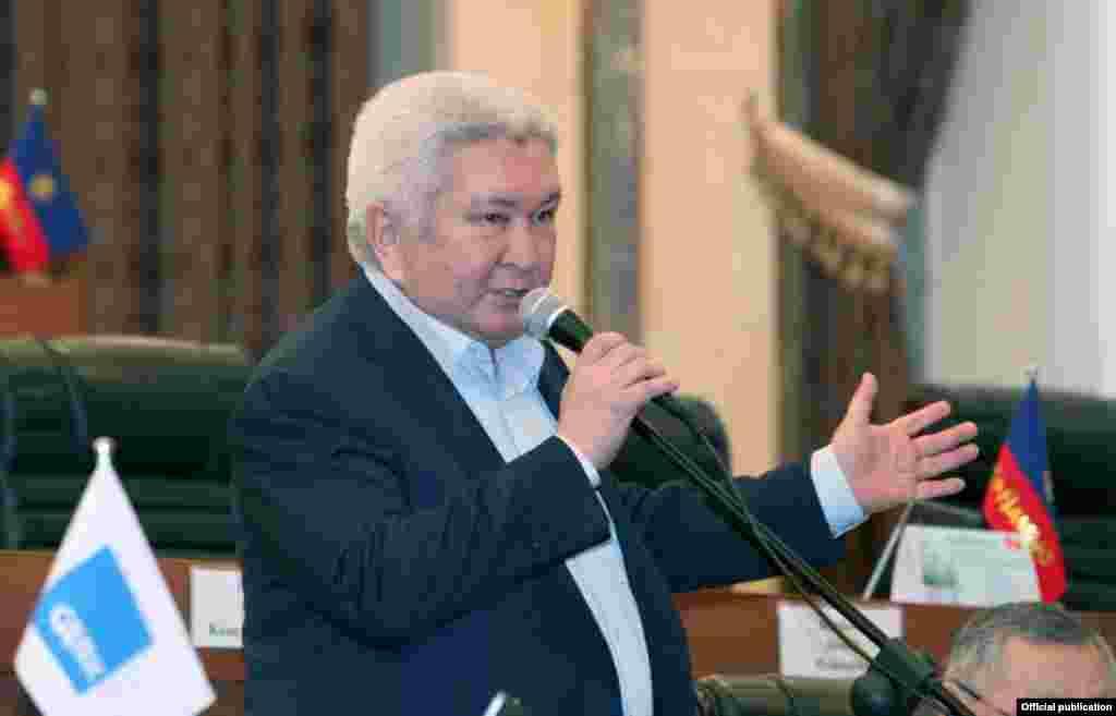 Феликс Кулов - 2005 жылғы 15 тамыздан 2007 жылғы 29 қаңтарға дейін үкімет жетекшісі болып істеді.