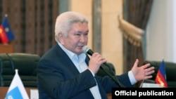"""""""Ар Намыс"""" партиясынын лидери Феликс Кулов."""