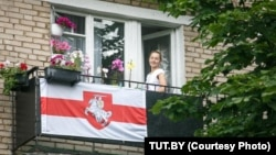 Many Belarusians are now hanging the flag first used by the ill-fated Belarusian National Republic in 1918-19 from their balconies. (file photo)