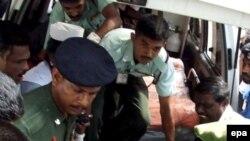 Одна из жертв взрыва в штабе армии в Коломбо 25 апреля