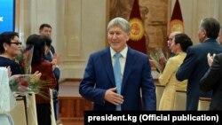 Алмазбек Атамбаевтың Қырғызстан президенті болып тұрған кездегі суреті. Бішкек, 6 қазан 2017 жыл