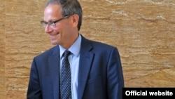 Чарлс Капчан, член на американскиот Совет за надворешни работи и професор на Универзитетот Џорџтаун.