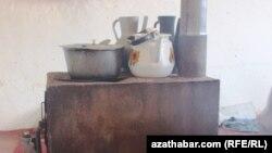 Дровяная печь, используемая жителями сел в Туркменистане