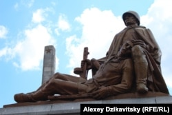 Мемориал советским солдатам в Варшаве