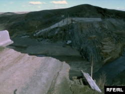 "Разрушенная плотина ""Кызылагаш"". 19 марта 2010 года."