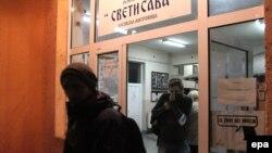 """Qendra e votimit në shkollën """"Sveti Sava"""", në veri të Mtirovicës"""