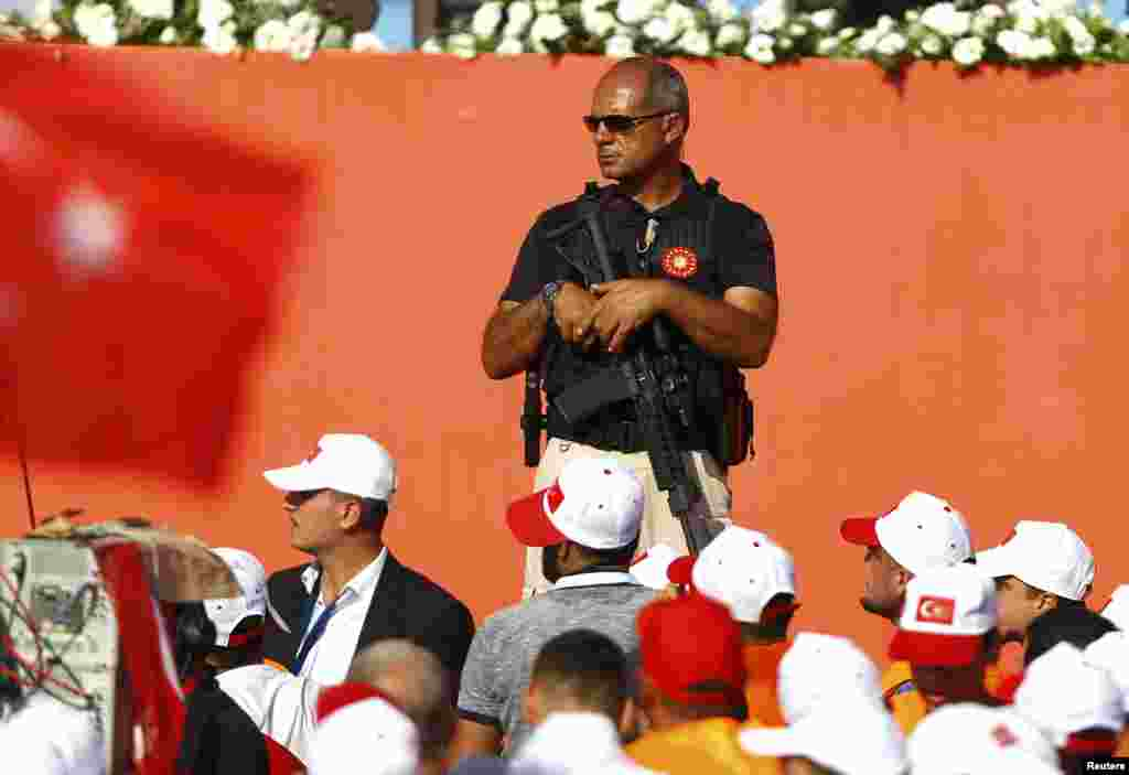 İstanbulda Erdogan tərəfdarlarının mitinqi