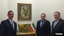 Члены палаты представителей конгресса США Майк Помпео (справа), Ли Зелдин (в центре), Фрэнк Лобиондо в секции интересов Ирана при посольстве Пакистана в США. Вашингтон, 4 февраля 2016 года.