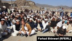 Members of the Shinwari and Afridi tribes continued to block the main trade artery connecting eastern Afghanistan with northwestern Pakistan through the historic Khyber Pass for the fourth consecutive day on February 25.