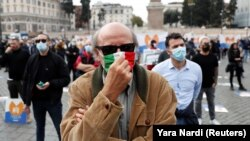 Коронавирус чектөөлөрүнө каршы акция. Италия, 2-ноябрь, 2020-жыл.
