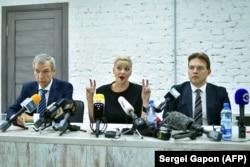 Члены президиума Координационного совета оппозиции Беларуси Павел Латушко (слева), Мария Колесникова и Максим Знак