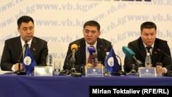 Бишкек шаар соту актаган үч депутат маалымат жыйынында. Бишкек, 19-июнь, 2013.